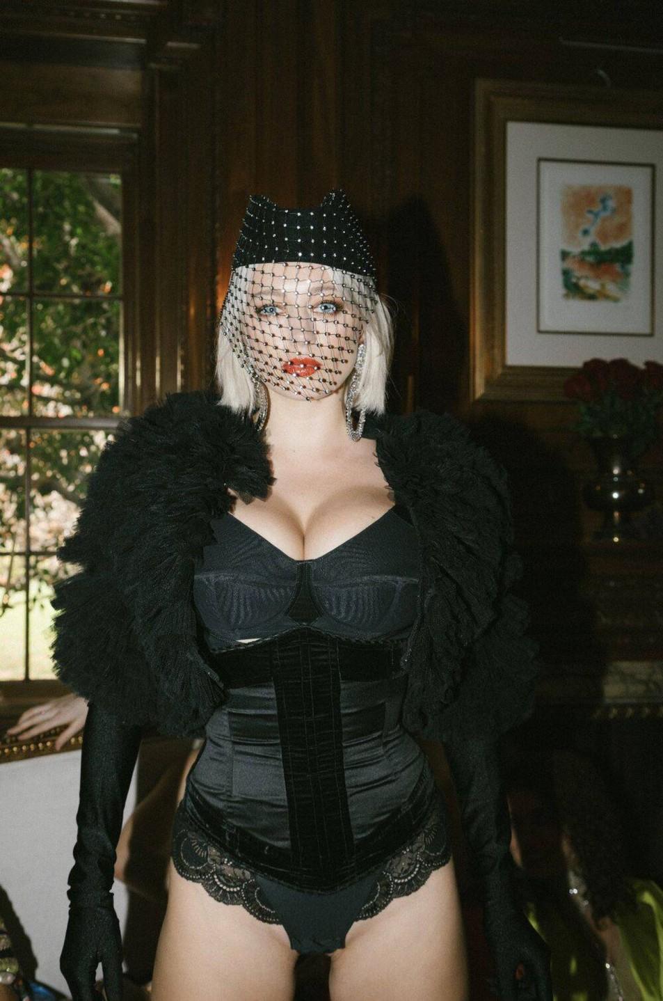 Caroline-Vreeland-Black-Lingerie-4.jpg