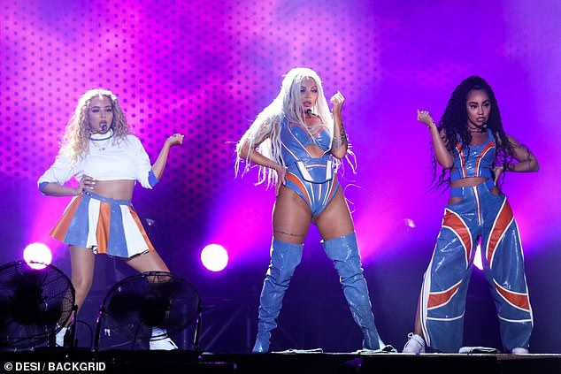 Little-Mixs-Jesy-Nelson-ccameltoe-on-stage-1.jpg