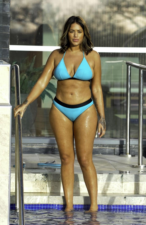 Malin-Andersson-cameltoe-in-wet-bikini-1.jpg