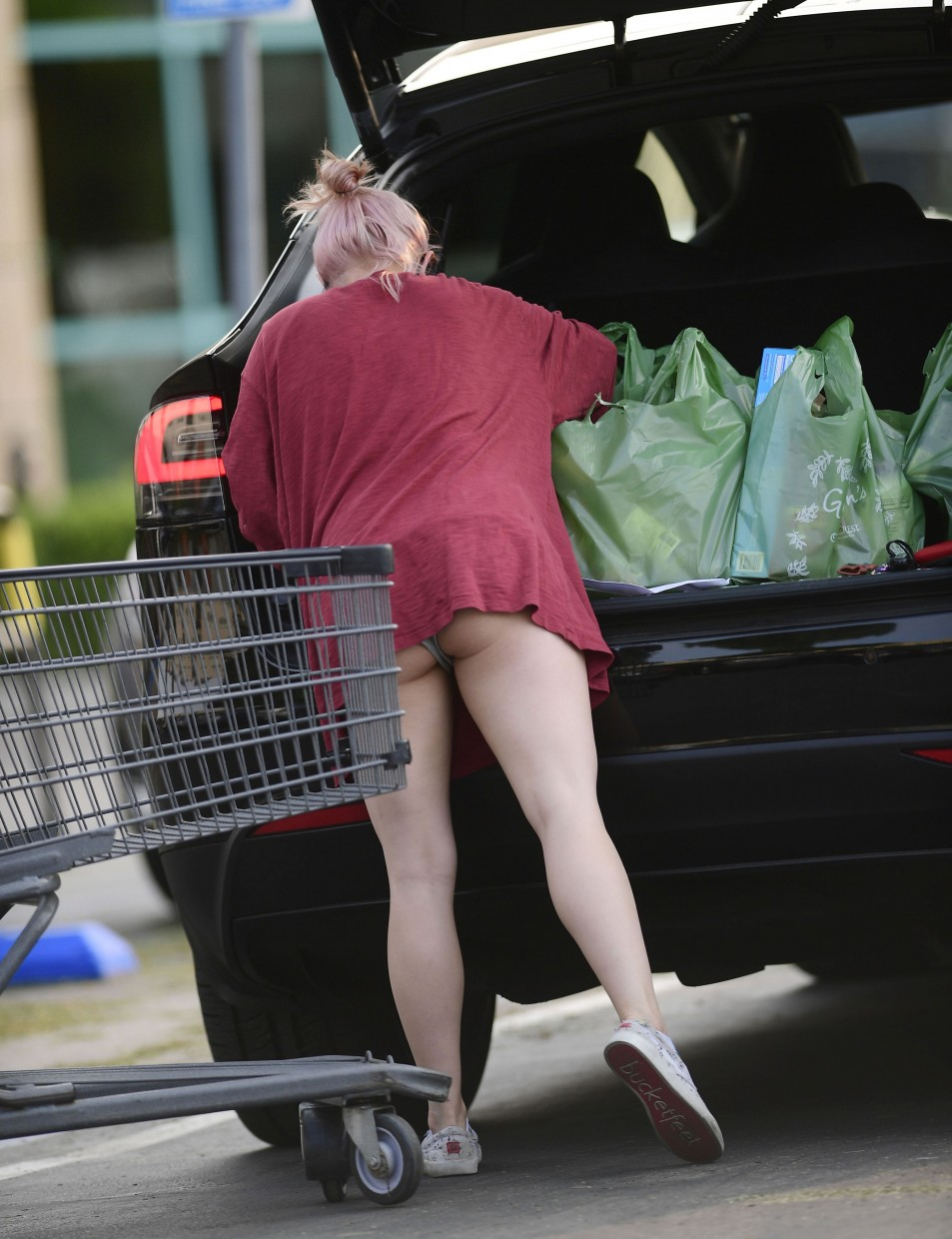 Ariel-Winter-Upskirt-while-grocery-shopping-in-Los-Angeles-992020-1.jpg
