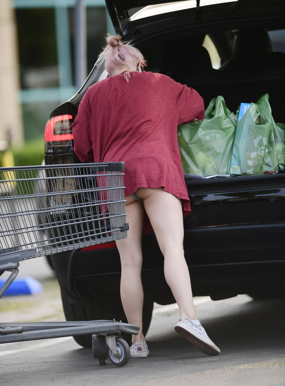 Ariel-Winter-Upskirt-while-grocery-shopping-in-Los-Angeles-992020-2.jpg