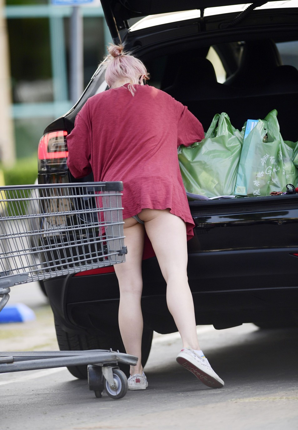 Ariel-Winter-Upskirt-while-grocery-shopping-in-Los-Angeles-992020-3.jpg