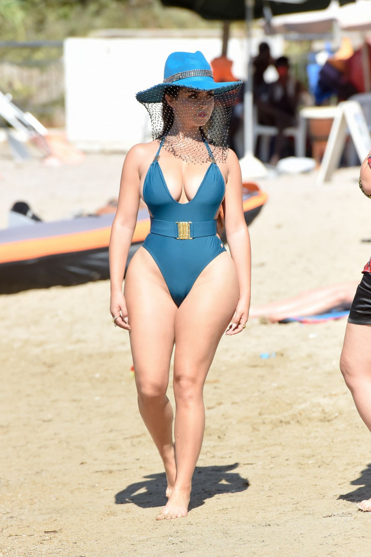 Demi-Rose-Mawby-swimsuit-photo-shoot-1.jpg