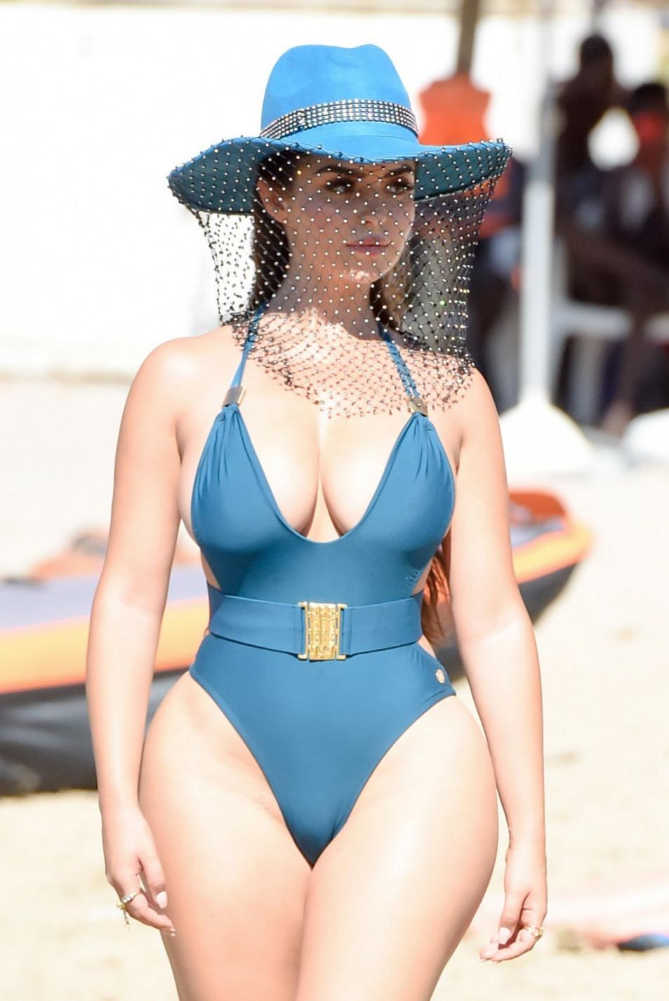 Demi-Rose-Mawby-swimsuit-photo-shoot-2.jpg