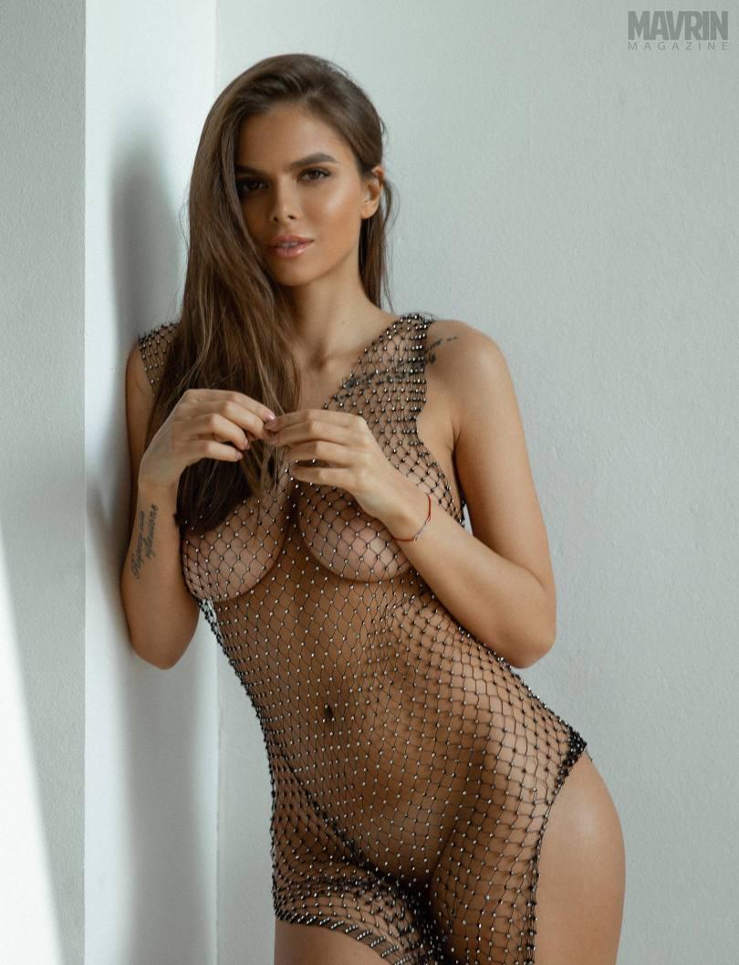 Viki-Odintcova-Nude-for-Mavrin-Mag-21.jpg
