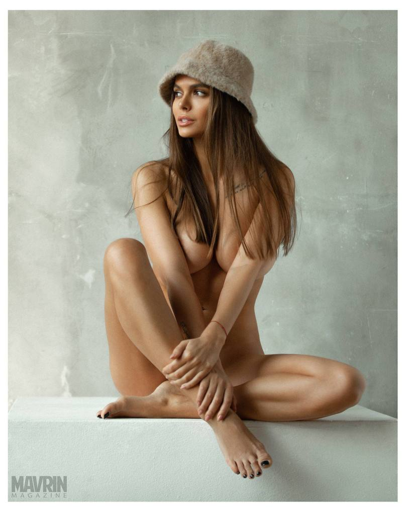 Viki-Odintcova-Nude-for-Mavrin-Mag-22.jpg