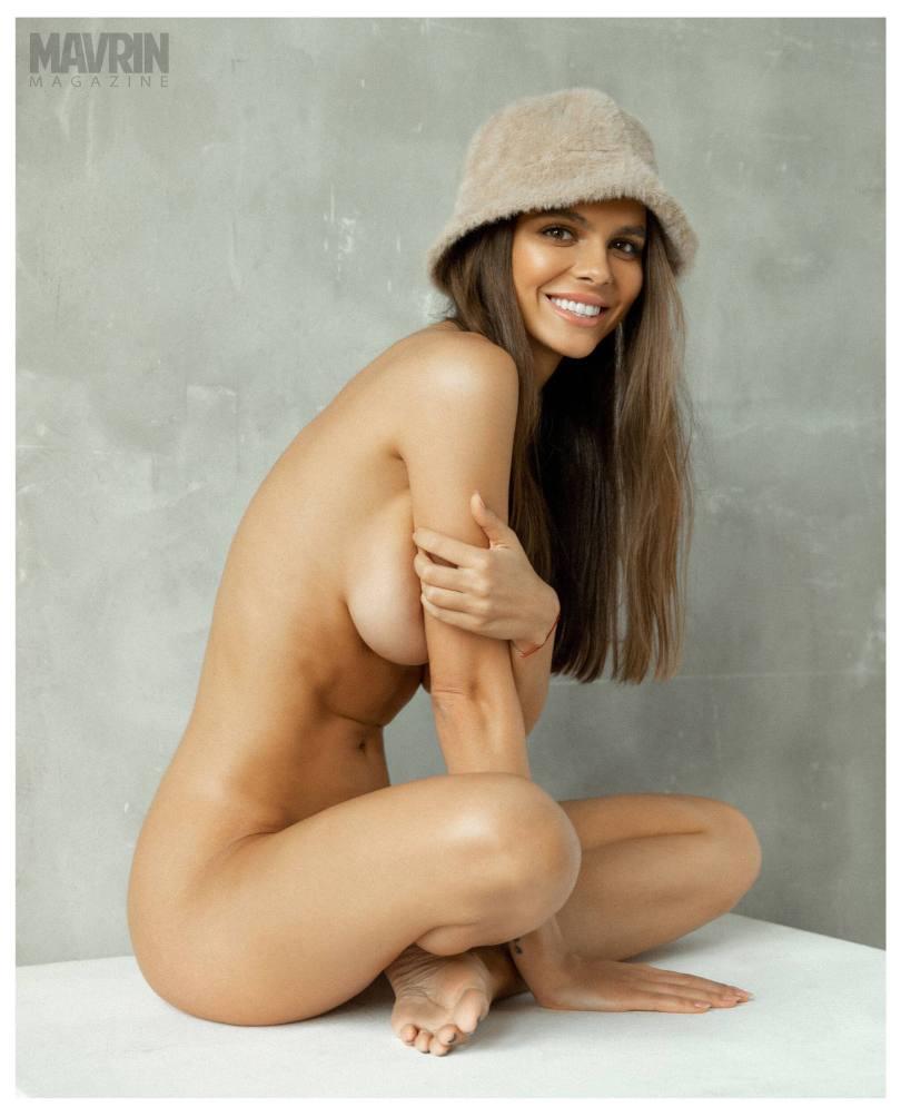 Viki-Odintcova-Nude-for-Mavrin-Mag-23.jpg