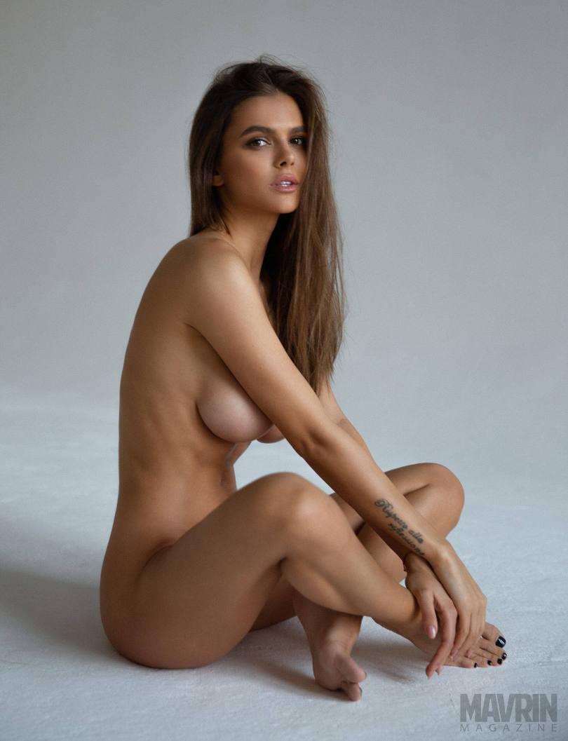 Viki-Odintcova-Nude-for-Mavrin-Mag-26.jpg