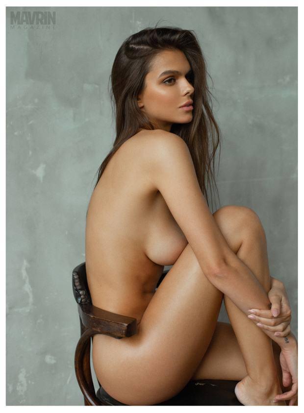 Viki-Odintcova-Nude-for-Mavrin-Mag-36.jpg