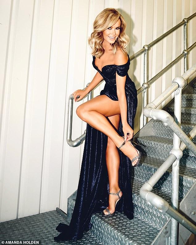 Amanda-Holden-Sexy-dress-in-Britains-Got-Talent-semi-final2.jpg