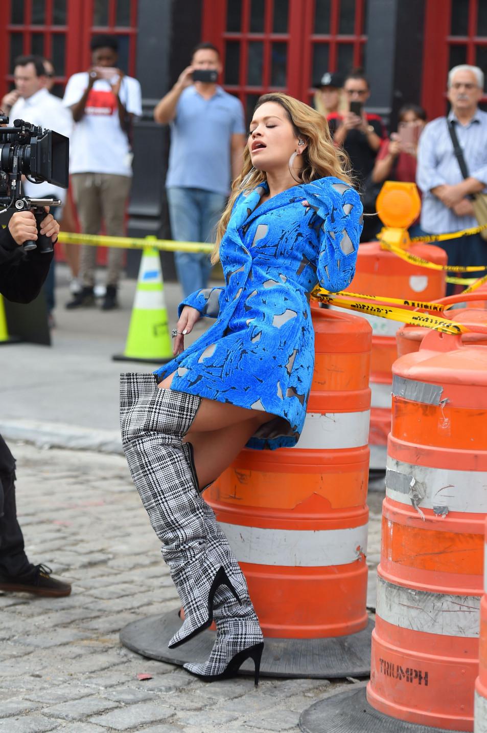 Rita-Ora---upskirt-during-her-video-shoot-in-NYC---10052017-5.jpg