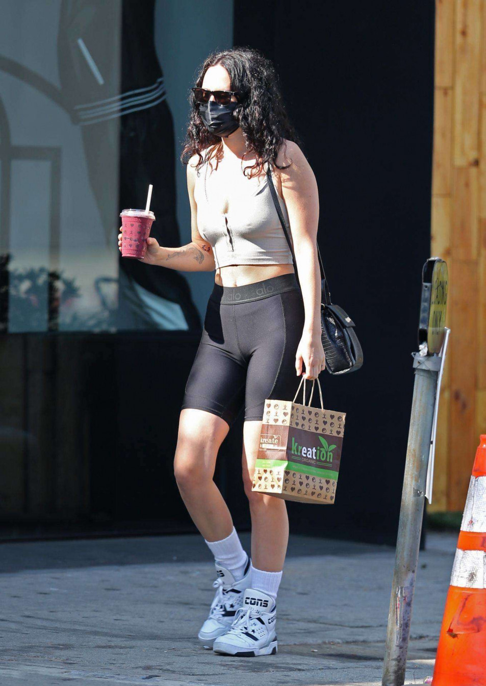 Rumer-Willis-Cameltoe-In-Black-Yoga-Pants-5.jpg