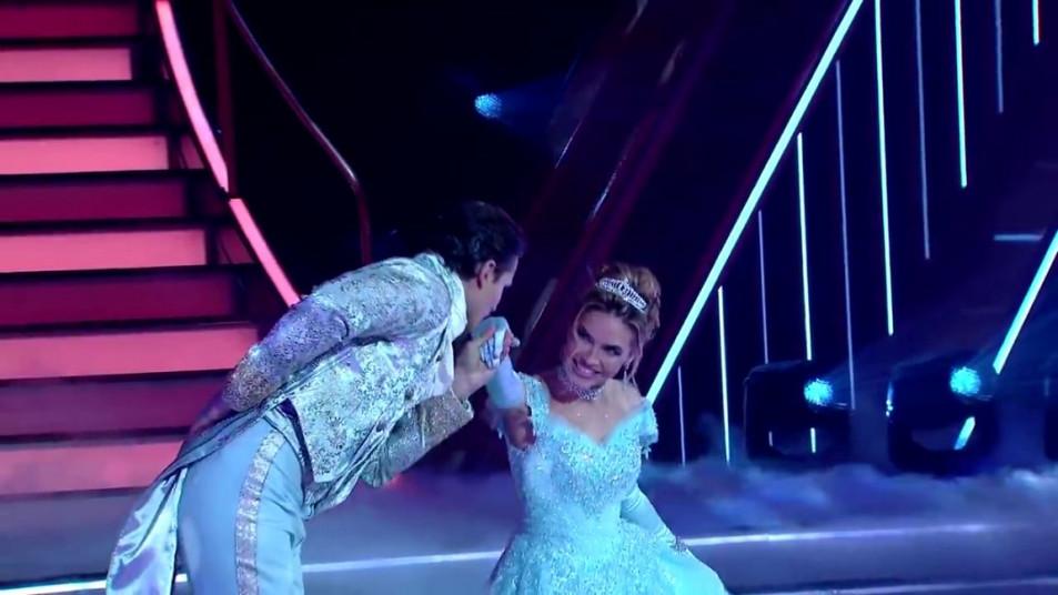 Dancing-with-the-Stars-2020-Chrishell-Stause-s-Waltz-12.jpg