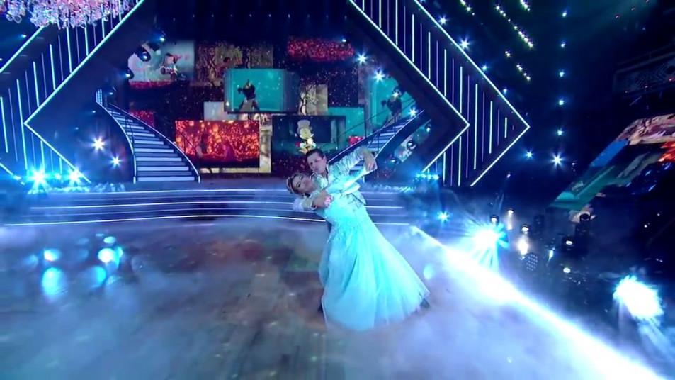 Dancing-with-the-Stars-2020-Chrishell-Stause-s-Waltz-15.jpg