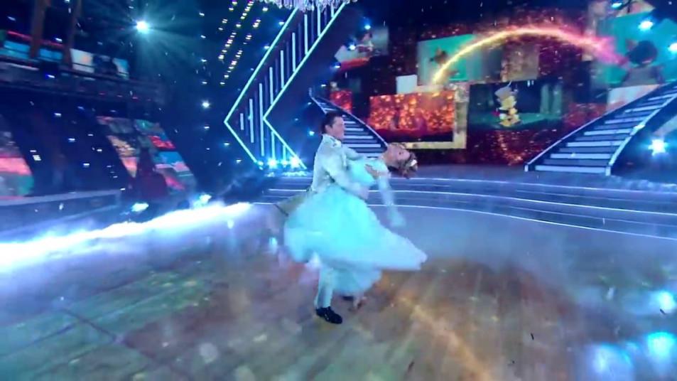 Dancing-with-the-Stars-2020-Chrishell-Stause-s-Waltz-16.jpg