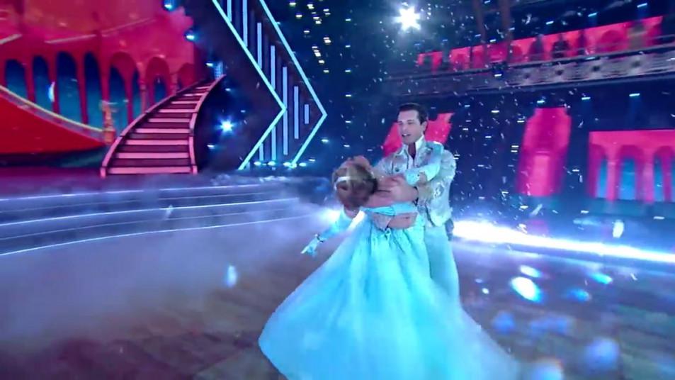 Dancing-with-the-Stars-2020-Chrishell-Stause-s-Waltz-17.jpg