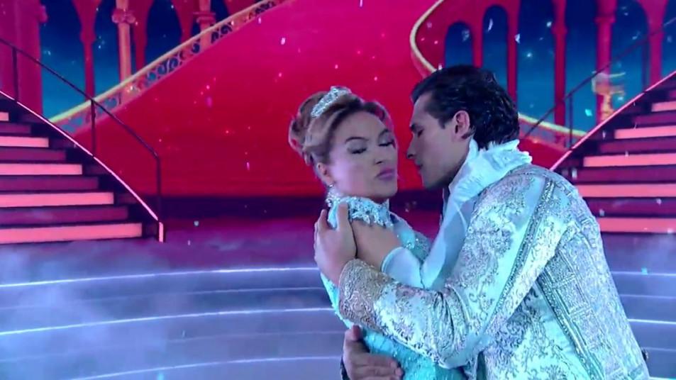 Dancing-with-the-Stars-2020-Chrishell-Stause-s-Waltz-19.jpg