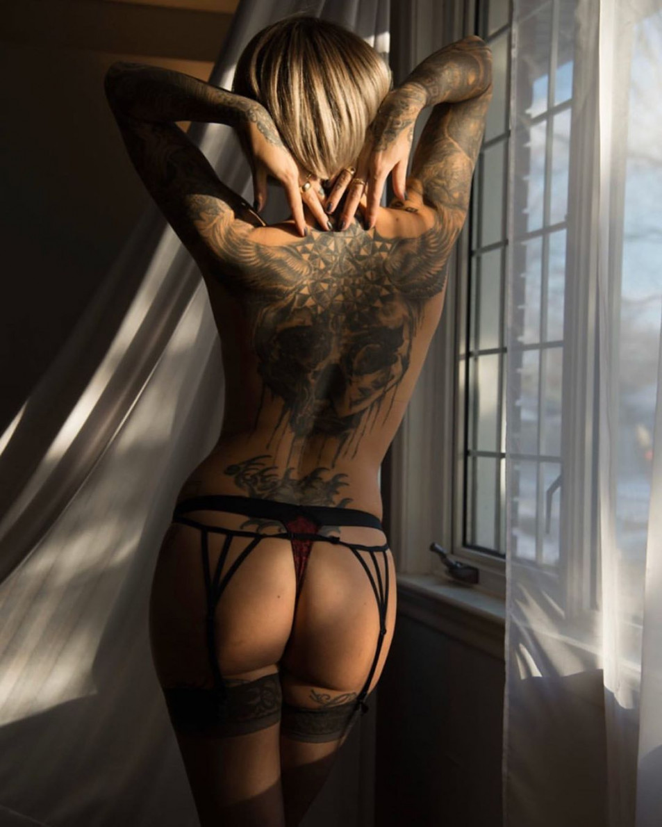 Tattooed-Hotties-hootest-girls-with-tattooes-on-the-web-21.jpg