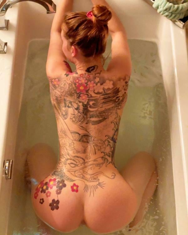 Tattooed-Hotties-hootest-girls-with-tattooes-on-the-web-23.jpg