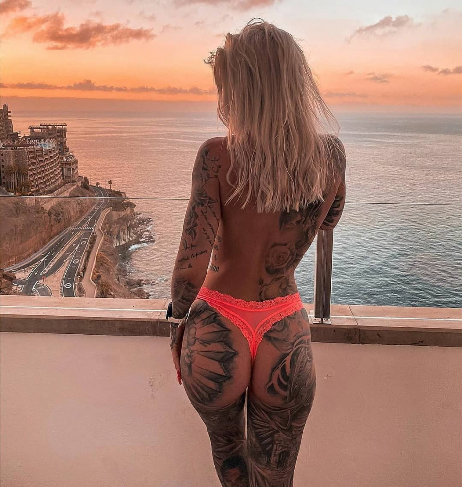 Tattooed-Hotties-hootest-girls-with-tattooes-on-the-web-25.jpg