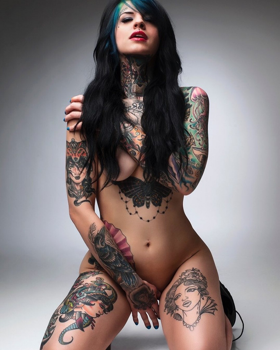 Tattooed-Hotties-hootest-girls-with-tattooes-on-the-web-4.jpg