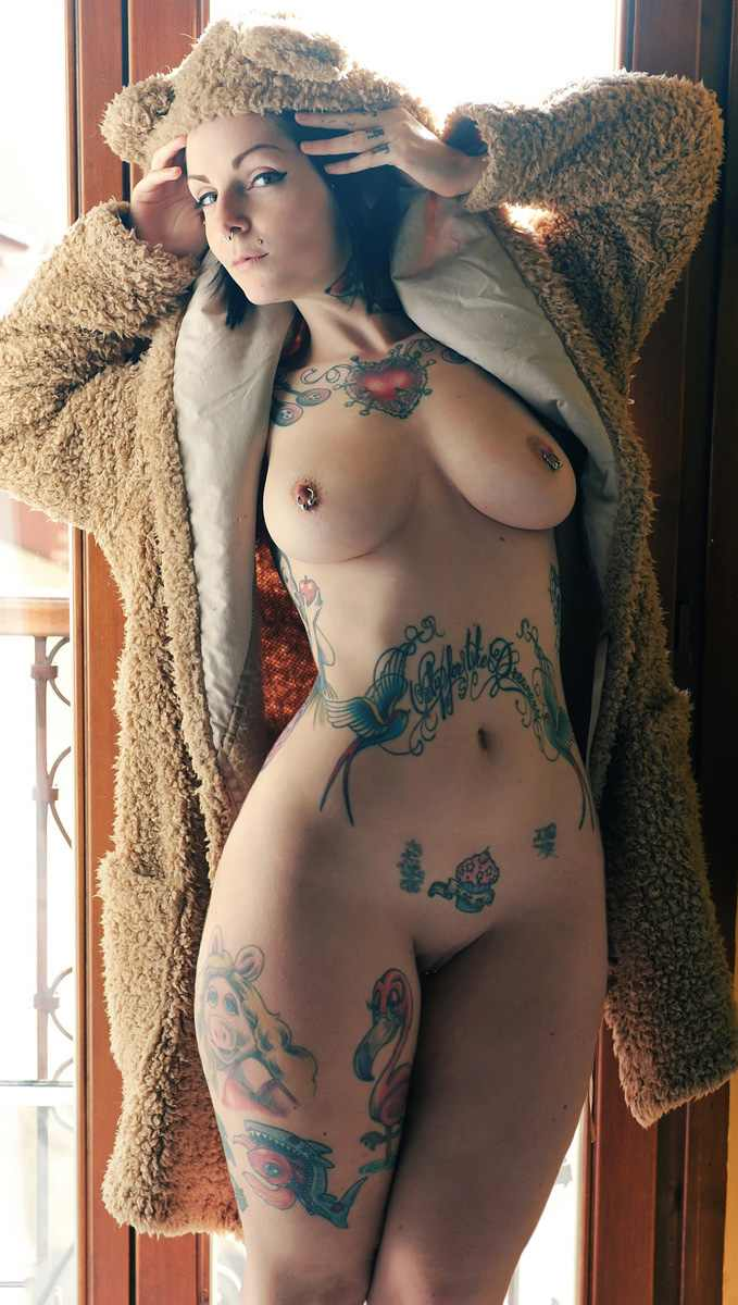 Tattooed-Hotties-hootest-girls-with-tattooes-on-the-web-58.jpg