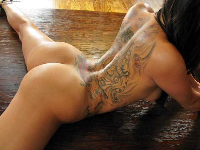 Tattooed-Hotties-hootest-girls-with-tattooes-on-the-web-75.jpg