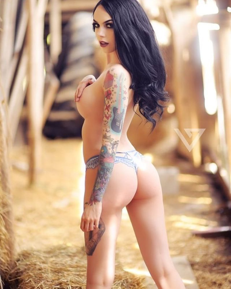 Tattooed-Hotties-hootest-girls-with-tattooes-on-the-web-76.jpg