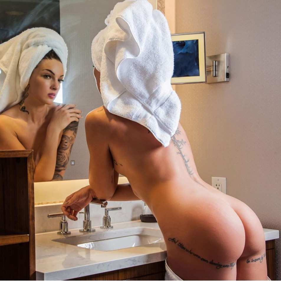 Tattooed-Hotties-hootest-girls-with-tattooes-on-the-web-8.jpg