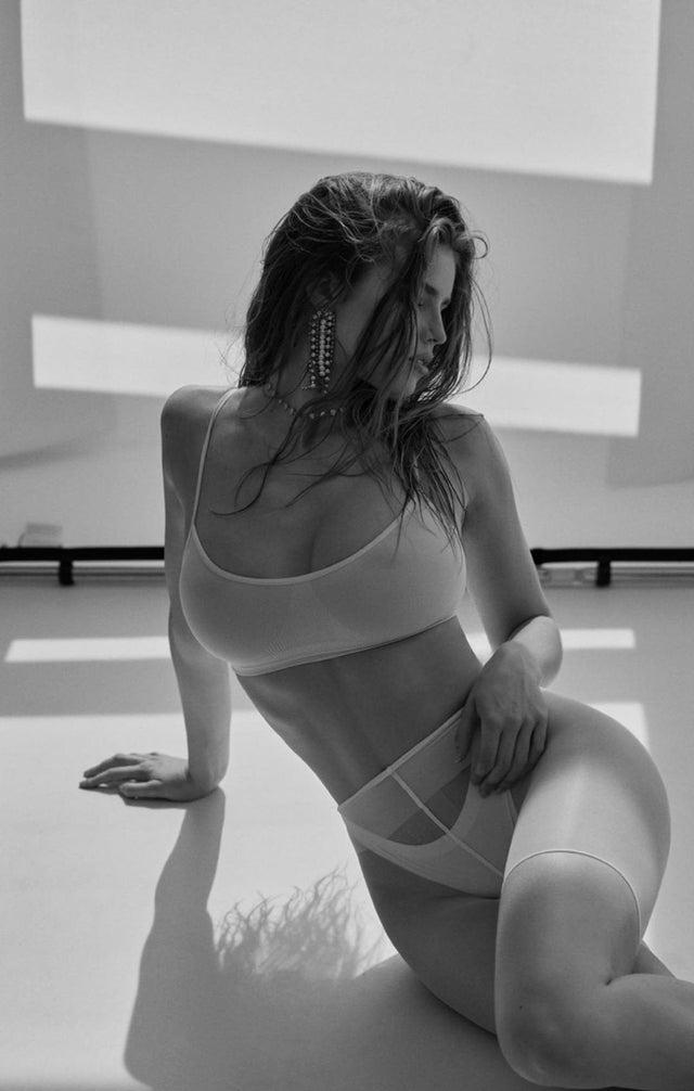 Nackt  Emily Deyt-Aysage Kaley Cuoco
