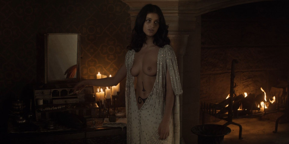 Anya-Chalotra-Nude-Screencaps-from-The-Witcher--30-Pics--GIFs--Video-14.jpg