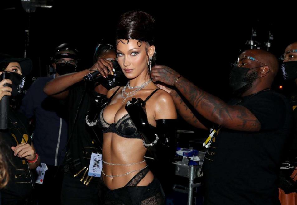 Bella-Hadid-in-Rihannas-Savage-X-Fenty-Show-2.jpg