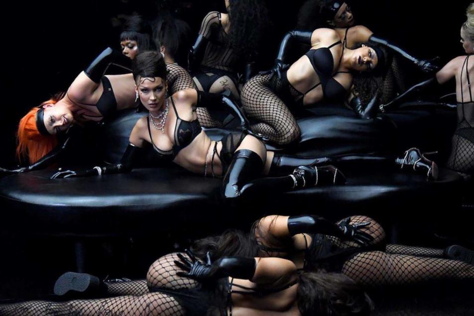 Bella Hadid in Rihanna's Savage X Fenty Show (4)