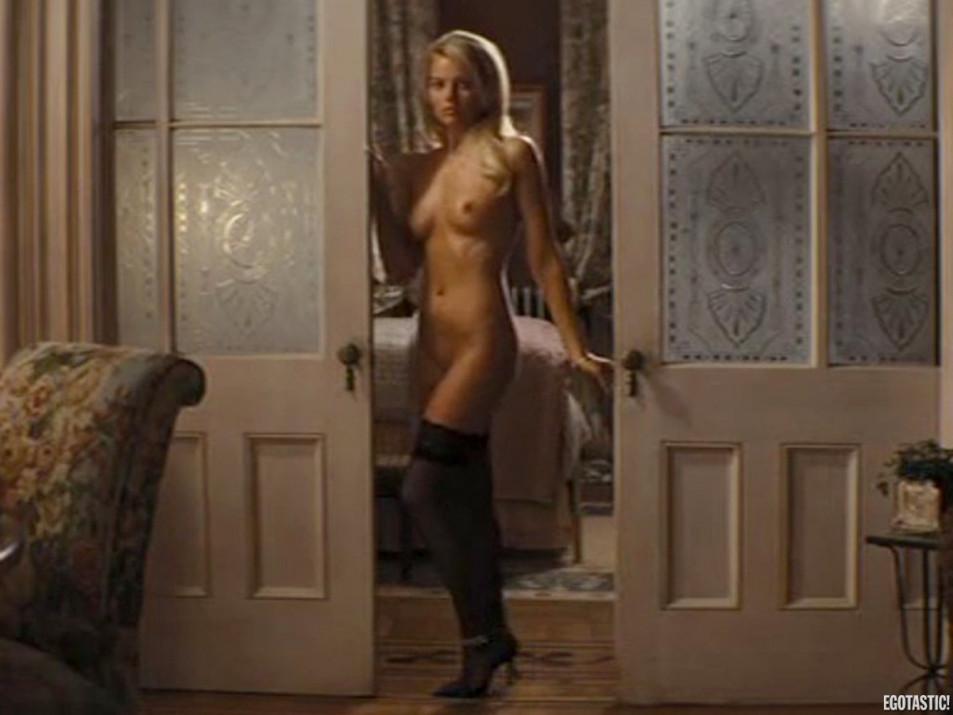 Margot-Robbie-Nude---the-Wolf-of-Wall-Street---Tits-Pussy-Ass-Sex-Upskirt-Full-Frontal-27.jpg