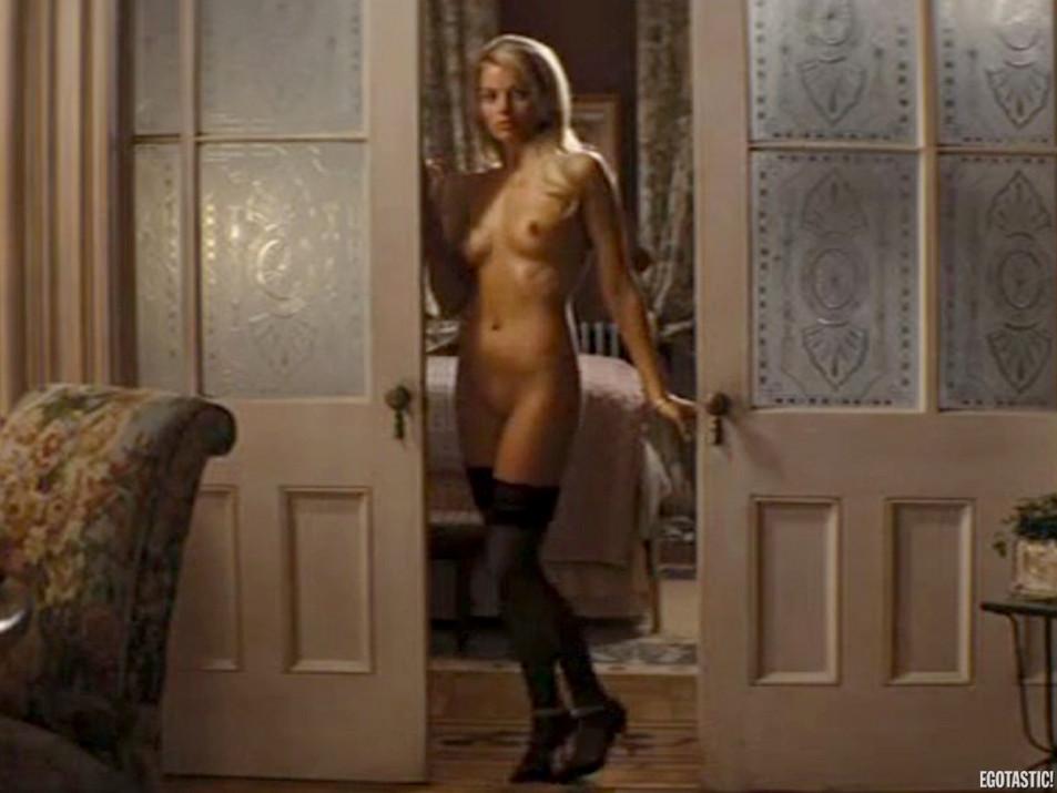 Margot-Robbie-Nude---the-Wolf-of-Wall-Street---Tits-Pussy-Ass-Sex-Upskirt-Full-Frontal-5.jpg