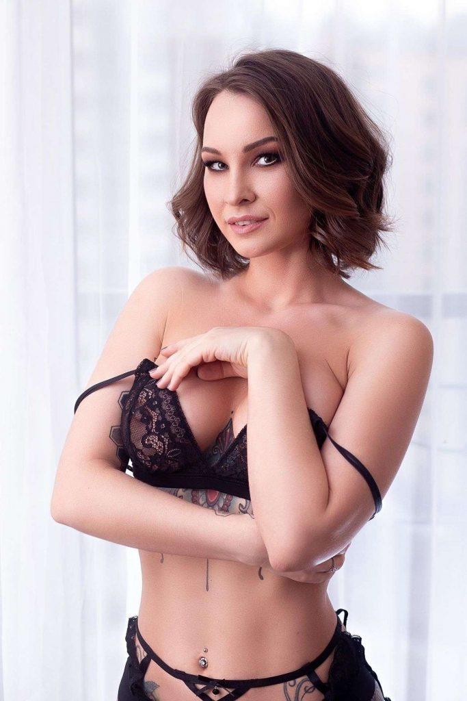 Anastasiya-Snegova-in-hot-lingerie-2.jpg