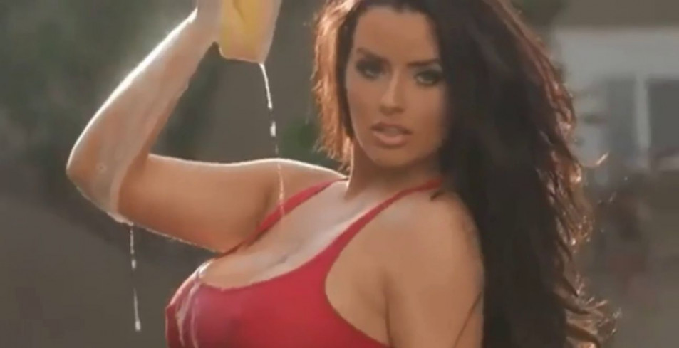 Abigail-Ratchford-Car-Wash-Screencaps-4.jpg