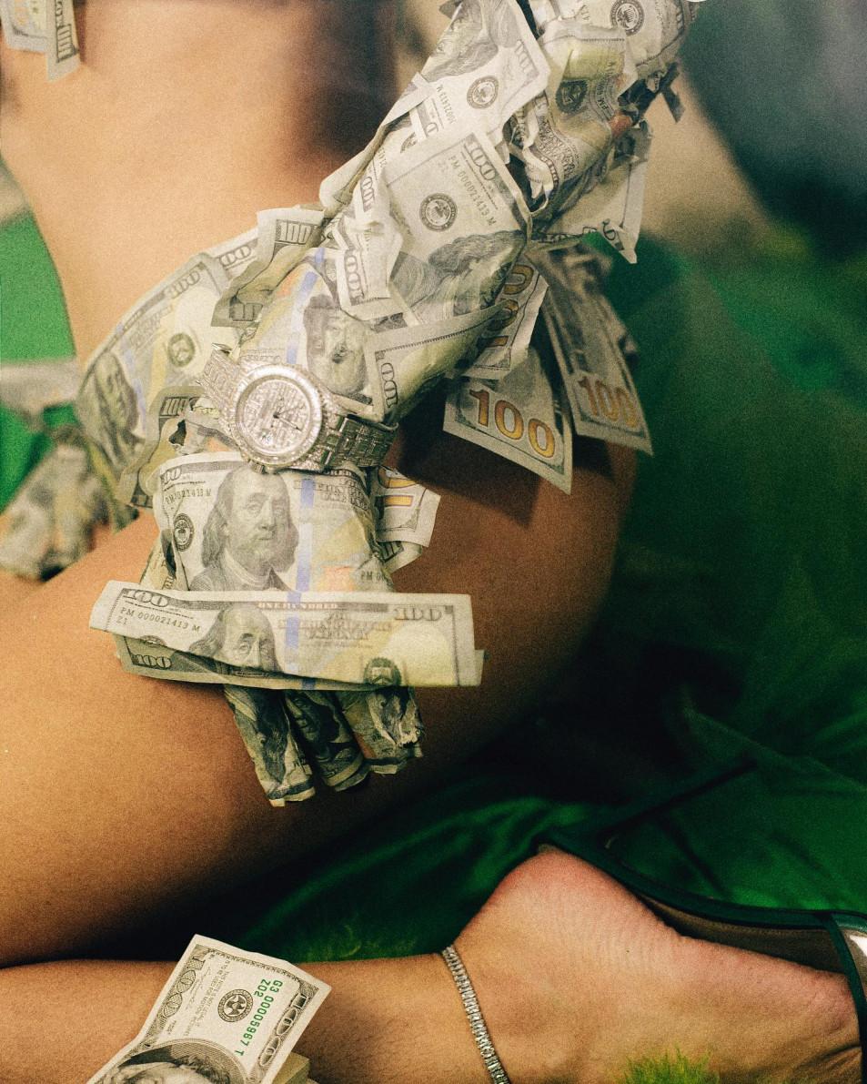 Bella-Thorne-in-Cash-3.jpg