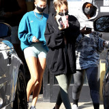 [Image: Hailey-Bieber-Cameltoe-heading-to-a-gym-3.th.jpg]