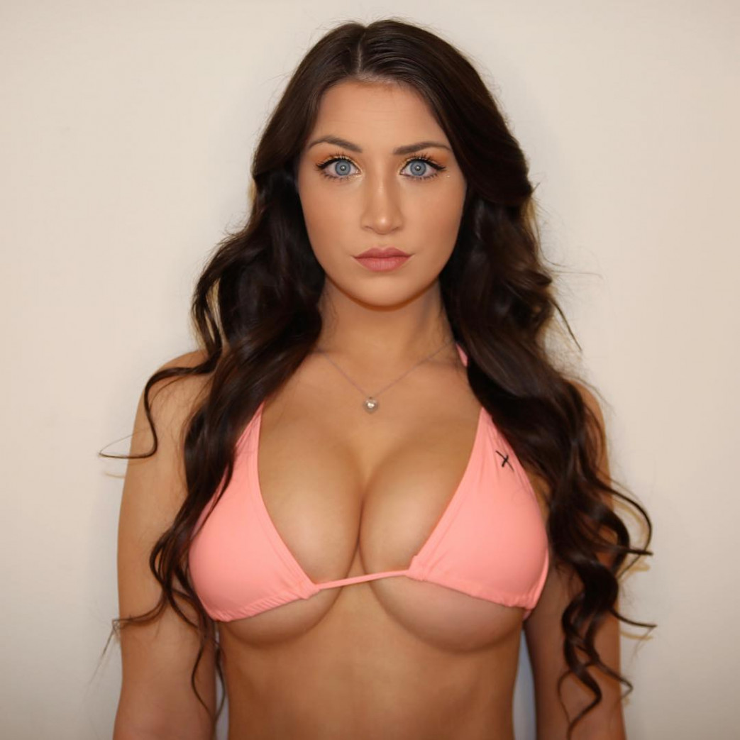 Jessica-Bartlett-Free-Underboobs-Gallery-1.jpg