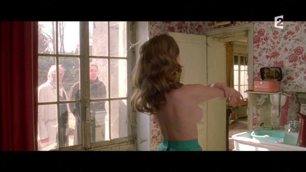 Lea-Seydoux-Nude-Screencaps-from-Roses-a-Credit-14.jpg