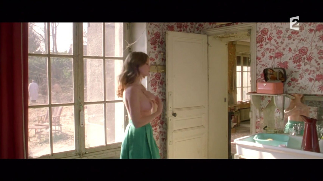 Lea-Seydoux-Nude-Screencaps-from-Roses-a-Credit-16.jpg
