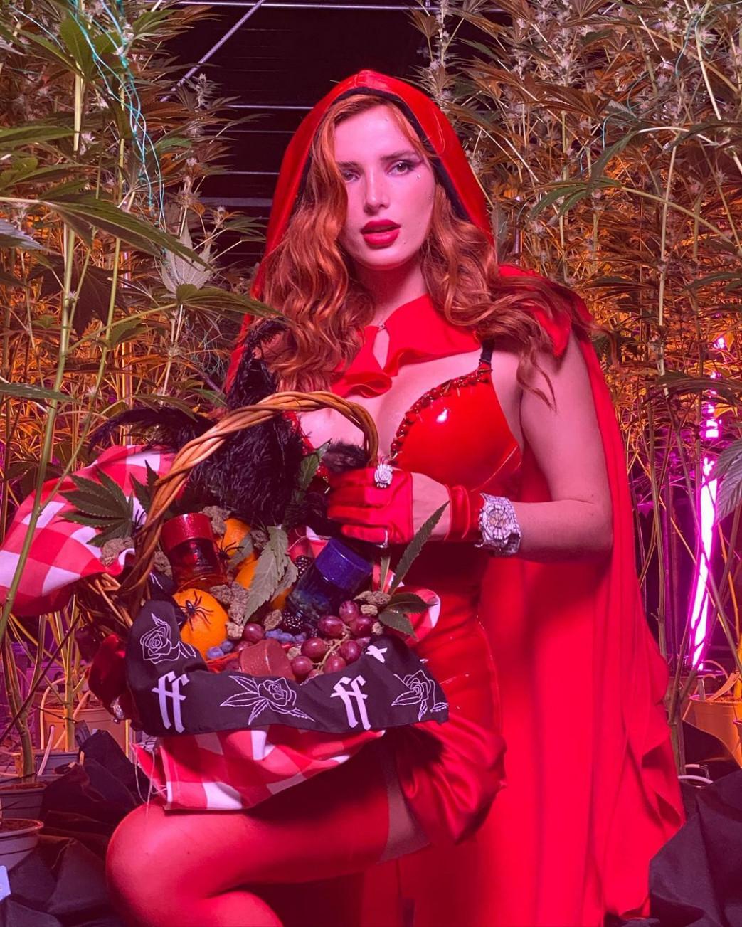 Bella-Thorne-In-Busty-Halloween-Costume-5.jpg
