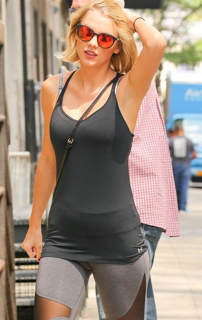 Taylor Swift Cameltoe In Gray Leggings - Nude Celebs