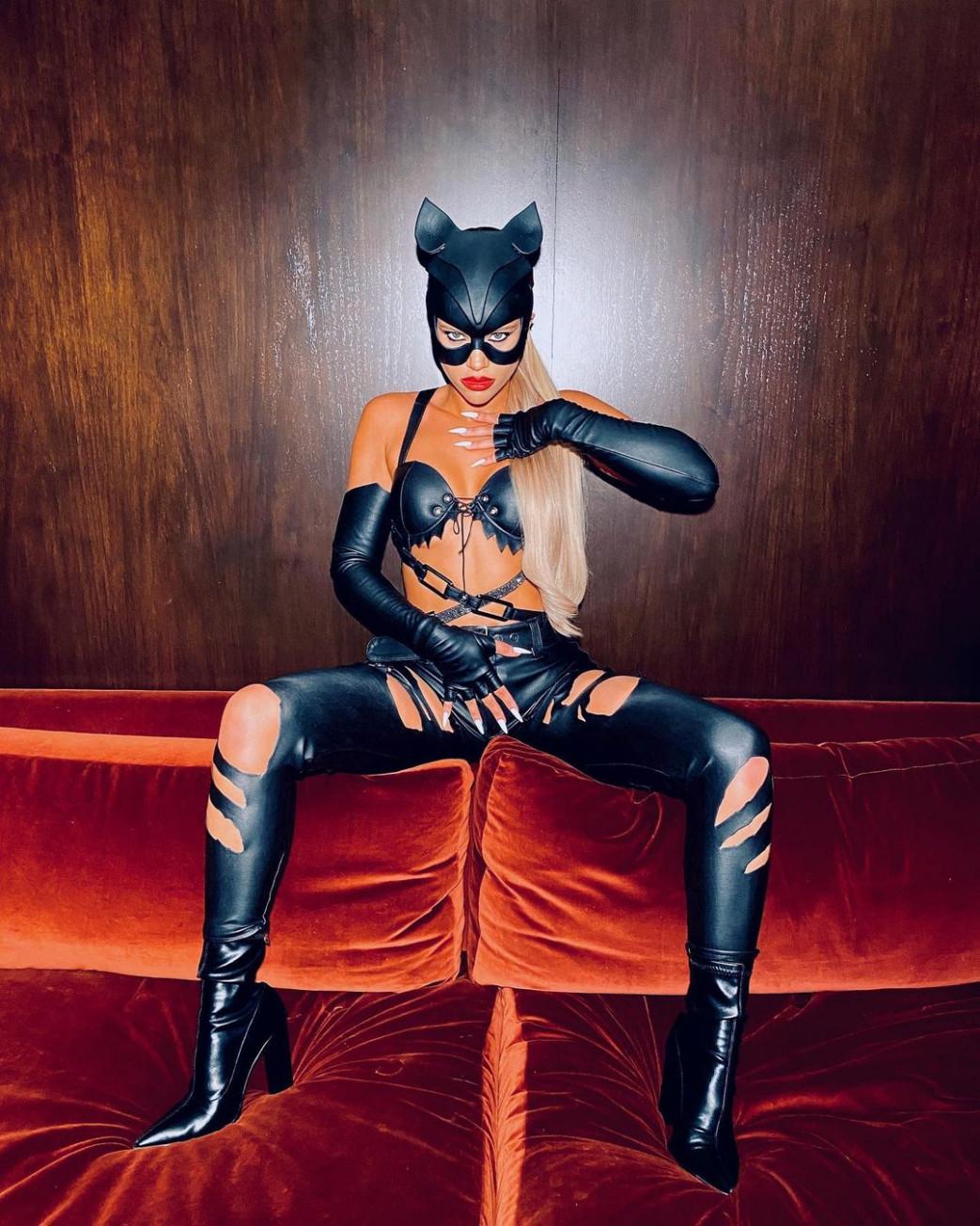 Sofia-Richie-Busty-Halloween-Costume-2.jpg