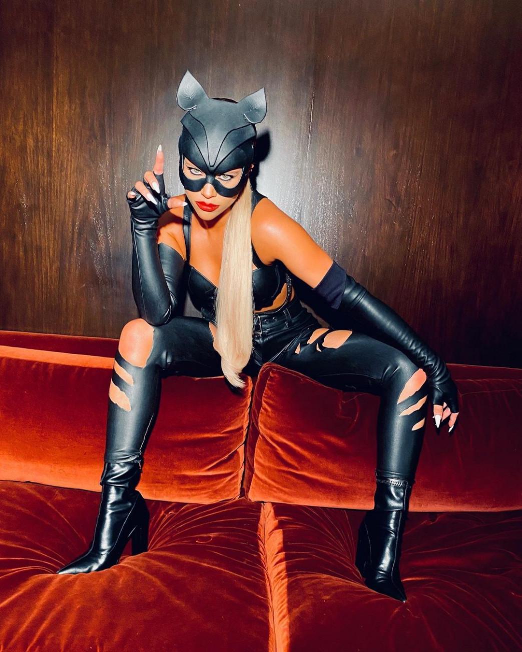 Sofia-Richie-Busty-Halloween-Costume-3.jpg