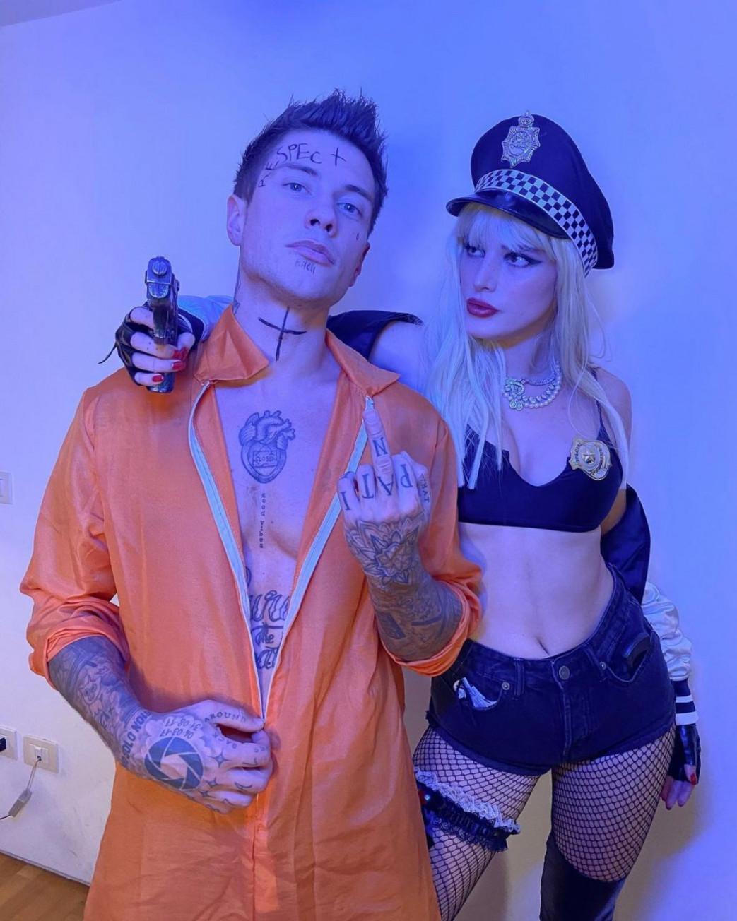 Bella-Thorne-busty-Cop-Halloween-Costume-3.jpg