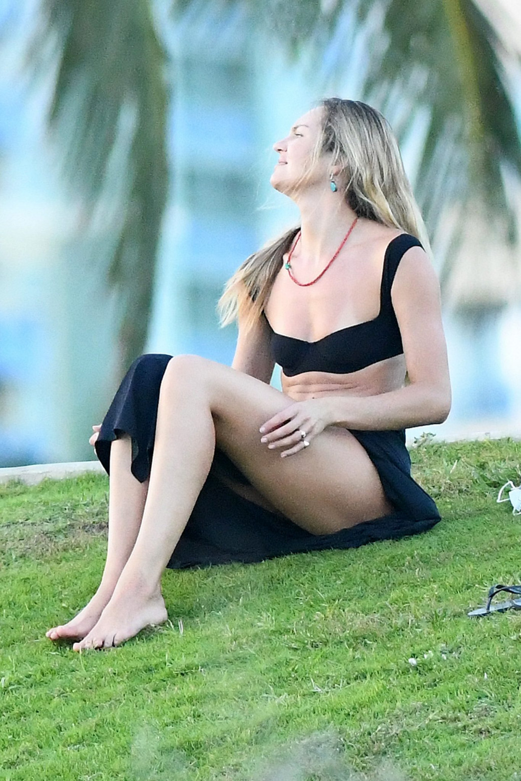 Candice Swanepoel OOPs Upskirt at a Park in Miami - Nude
