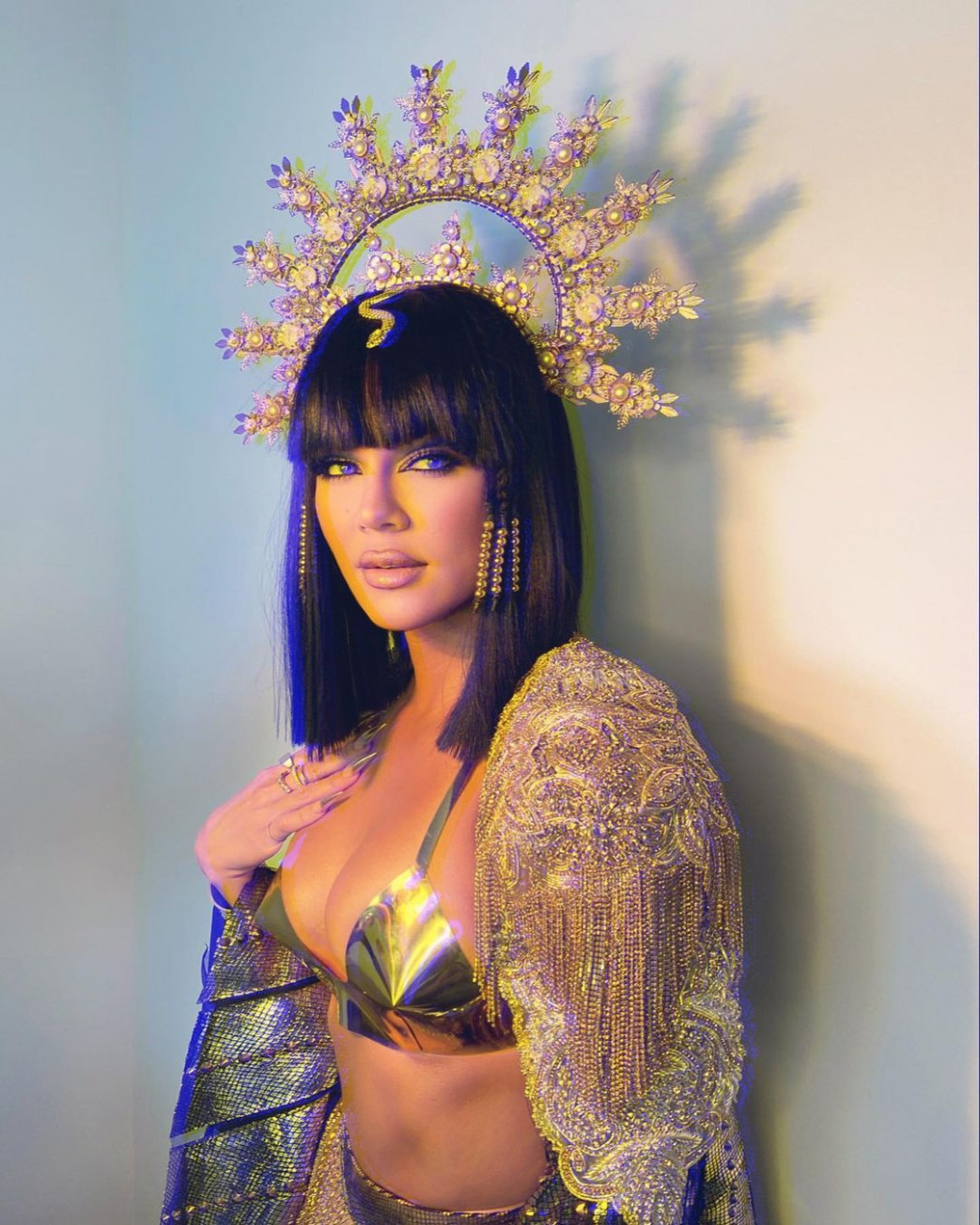 Khloe-Kardashian-Hot-In-Cleopatra-Halloween-Costume-2.jpg