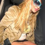 Britney-Spears-Pantyless-Upskirt-10